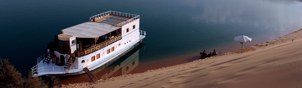 The Queen Tiyi boat