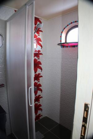 Douche italienne dans chaque cabine