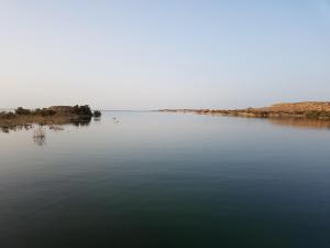 Le calme et la tranquillité du lac Nasser