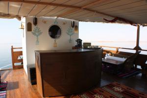 Pont supérieur, le bar du Queen Tiyi